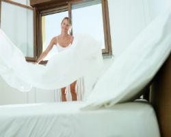 muffiges schlafzimmer muffiger geruch im schlafzimmer. Black Bedroom Furniture Sets. Home Design Ideas